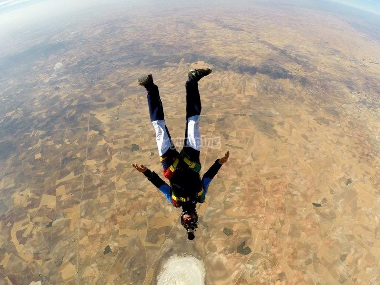 Salto individual de paracaidas