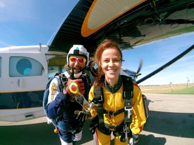 Full Course of Skydiving + Diploma in Lillo