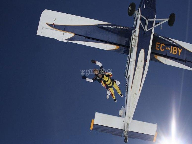 Tandem skydiving in Lillo