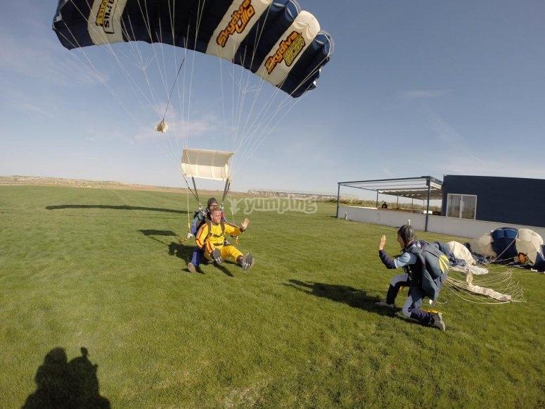 Landing the parachute