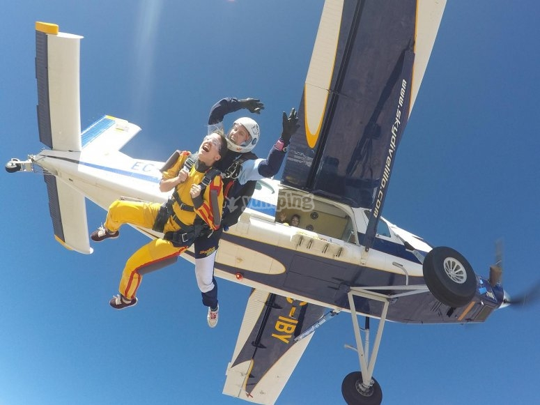 Sky diving from light aircraft