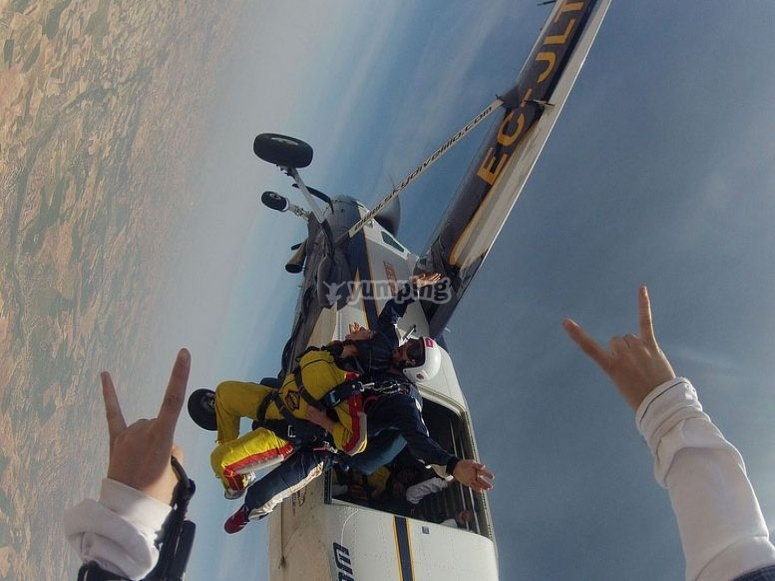 Aprende a plegar el paracaídas principal