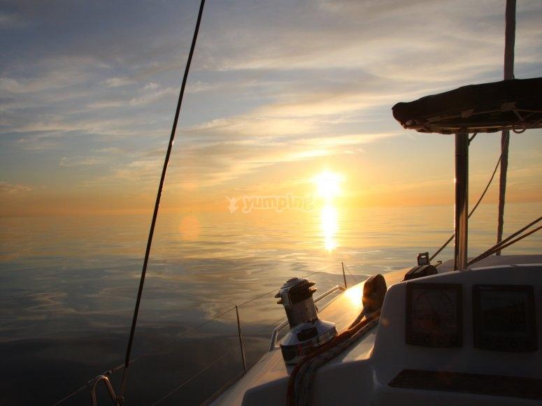 Paseos en barco con la puesta de sol