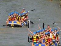 Grupo de 2 embarcaciones de rafting