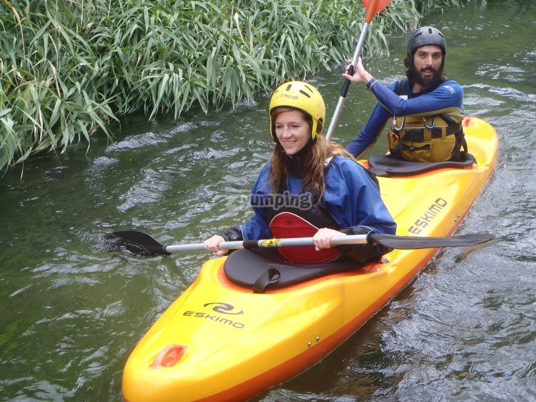 Doppia canoa sul fiume