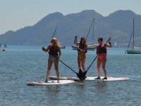 享受划桨冲浪
