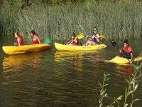 Canoas por la ribera