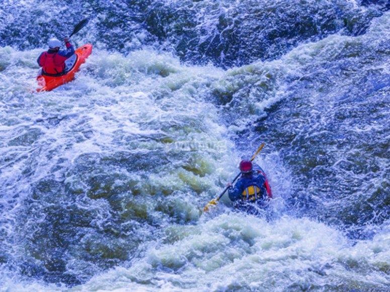 Kayak en el río Ésera