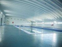 La piscina cubierta en el colegio