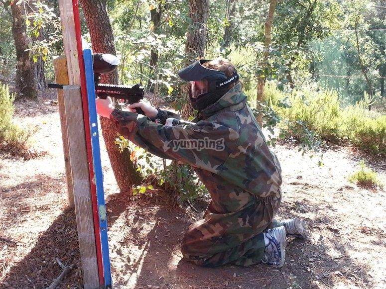 寻找一个好的掩护并射击
