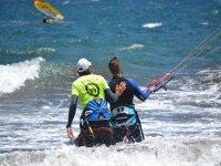 在特内里费岛做风筝冲浪
