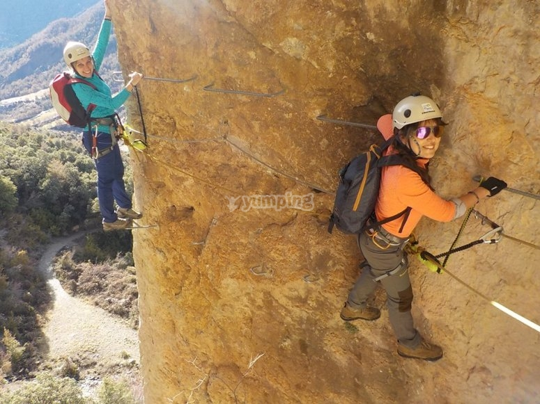 Crossing the vertical wall through Ordesa