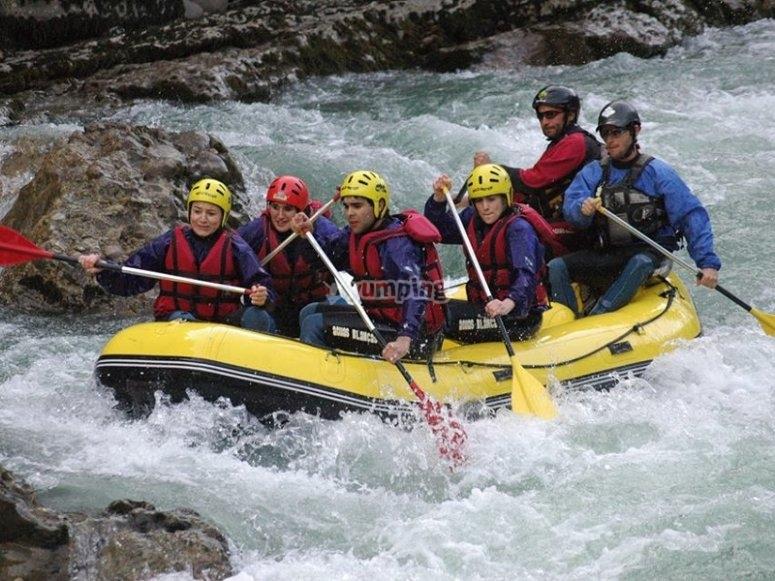 Haciendo rafting en Esera
