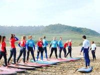 Aprendiendo surf desde la arena
