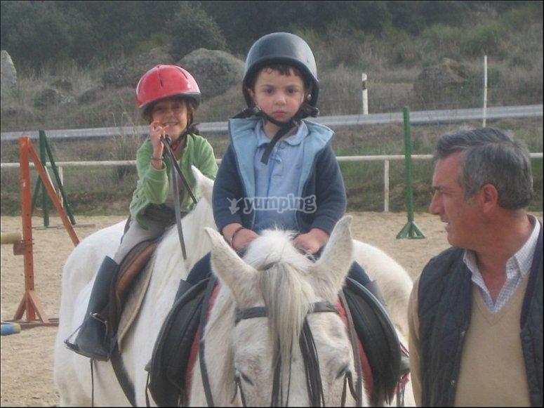 Peques a caballo