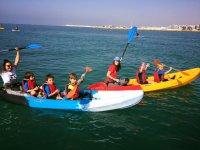 In kayak con gli adulti
