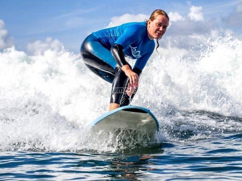 Surca las olas en Salinas