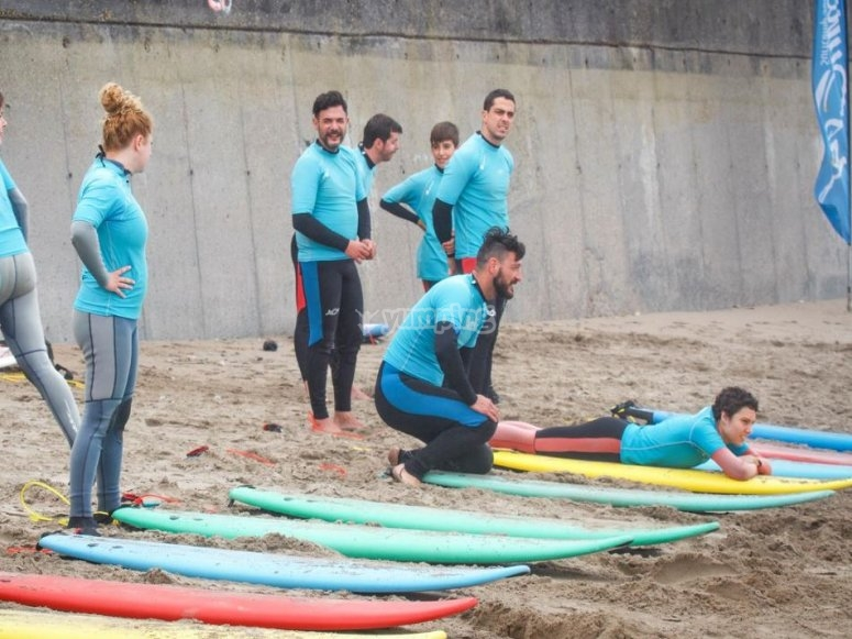 Surfcamp students in Salinas