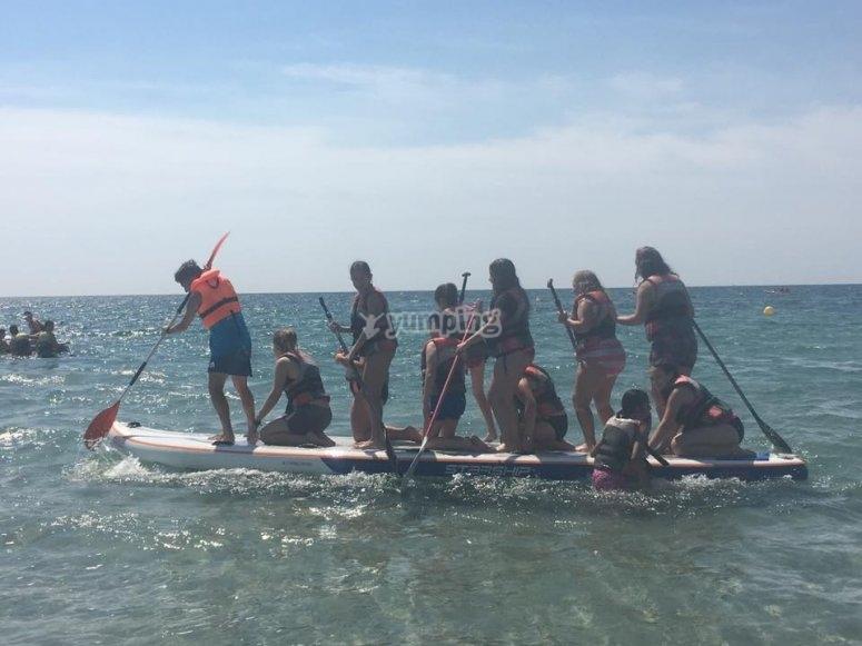 Montando en big paddle surf