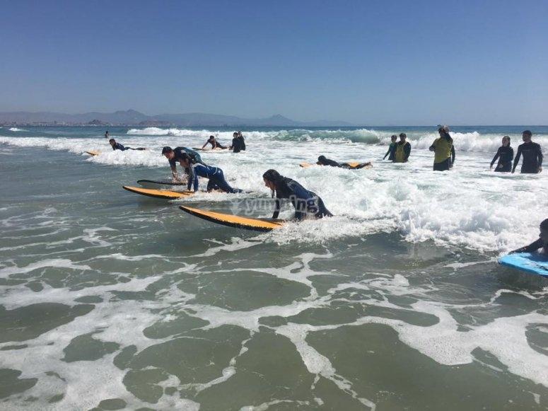 Practicando surf