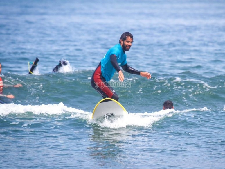 Sessione di surf a Salinas