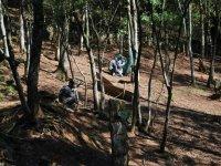 森林中的彩弹射击场