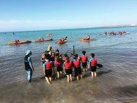 是水上运动背心学生用铲子和水上运动