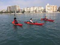 In kayak con adulti