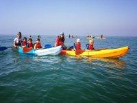 成人皮艇皮艇游览有孩子