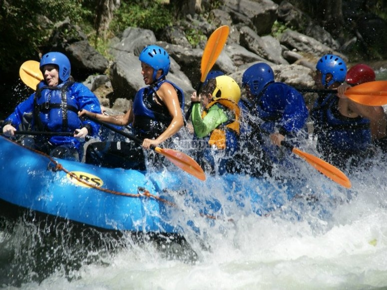White water rafting from Llavorsí, complete journey