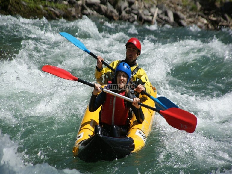 Two people doing rafting in the Noguera Pallaresa river