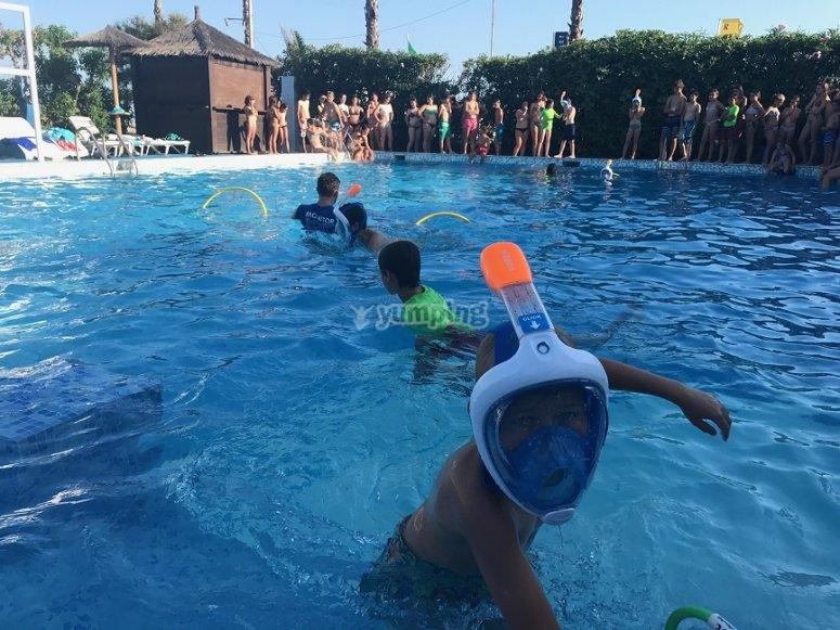 Juegos piscina campamento multiaventura