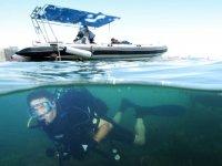 Inmersion bajo la embarcacion