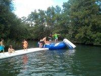 Parque acuatico en el rio