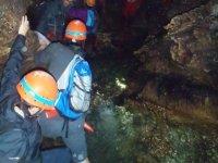 Cueva con agua en su interior