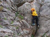 攀登线束与黄色的安全帽