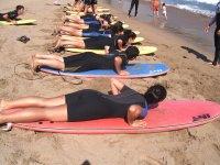 Clases de surf en nuestros campamentos