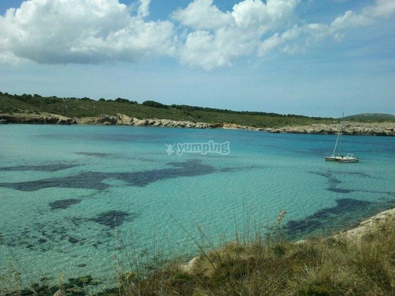Paseo en catamarán en Menorca