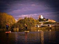 Paddle surf al atardecer en el rio