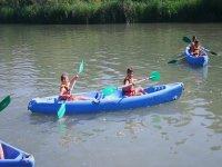 在阿兰胡埃斯出租独木舟。 1小时