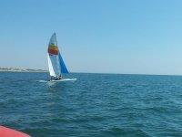 Marchandose mar adentro en velero