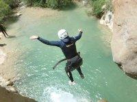 Saltando a la poza