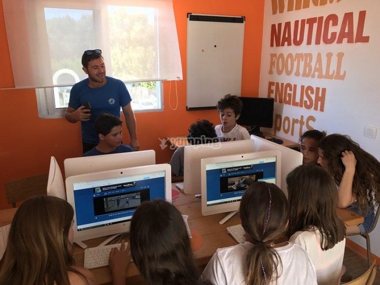 Interactive English classes urban camp