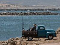 Pescadores esperando con paciencia