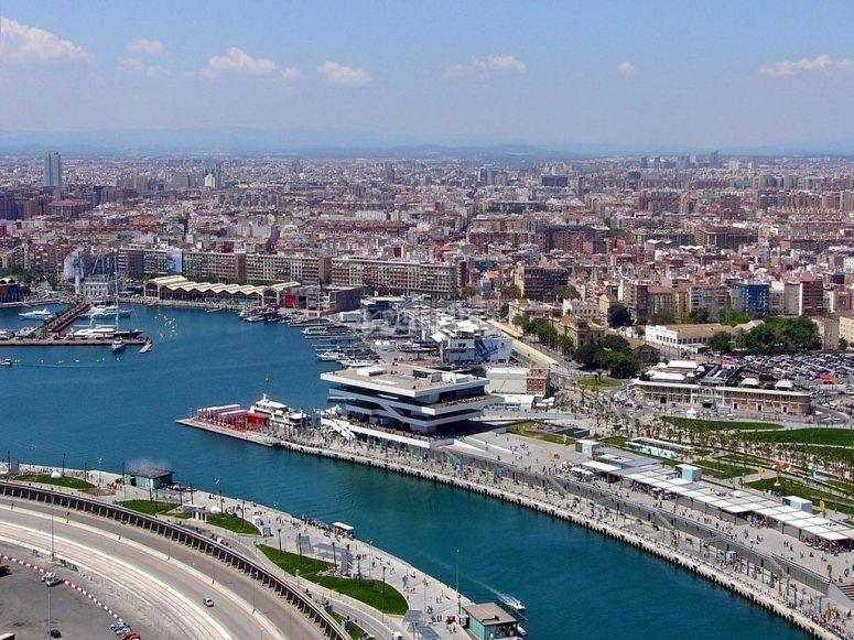 Views from Valencia's aerodrome