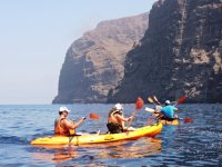 Surcando las aguas en kayaks