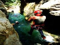 马略卡岛游泳的各种令人兴奋的游览峡谷