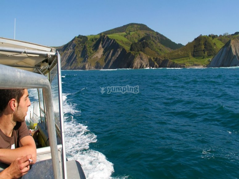 从船上欣赏壮观的景色