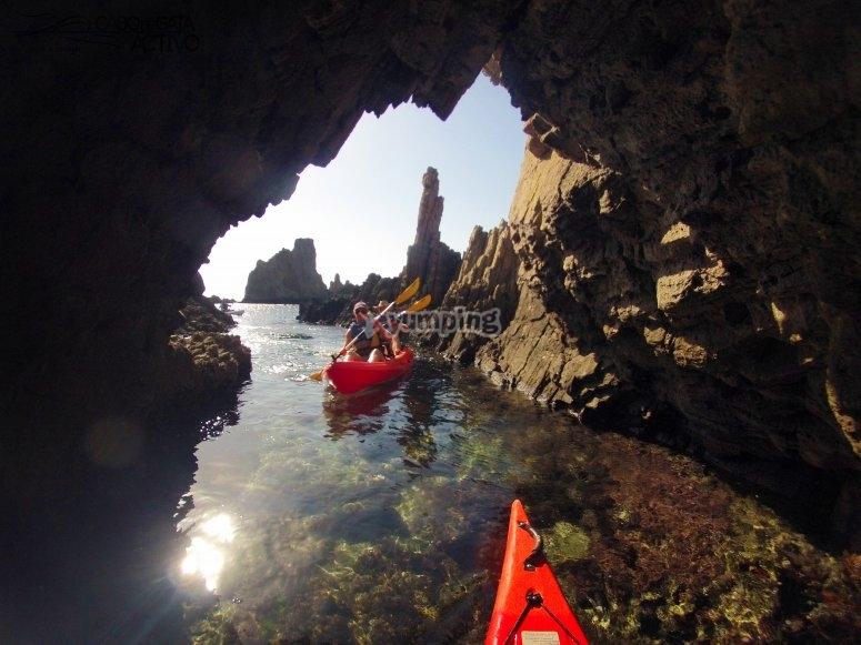 皮划艇可通行的洞穴