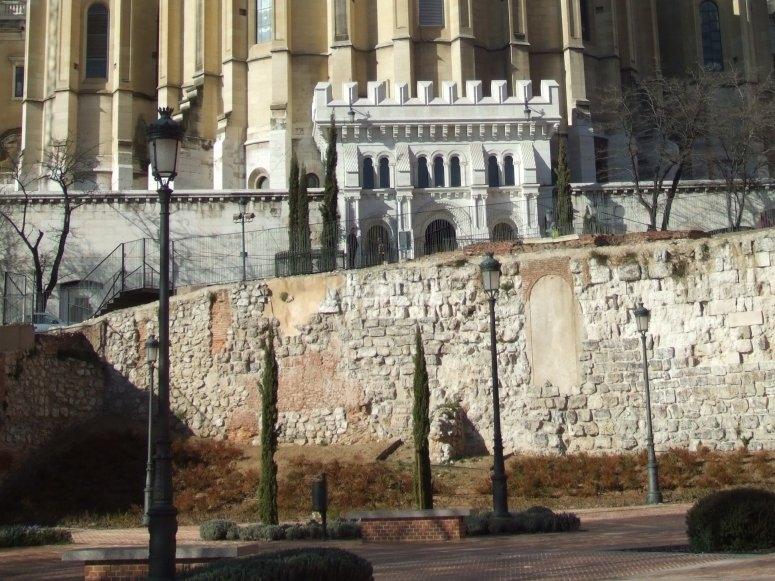 Muralla y la Almudena